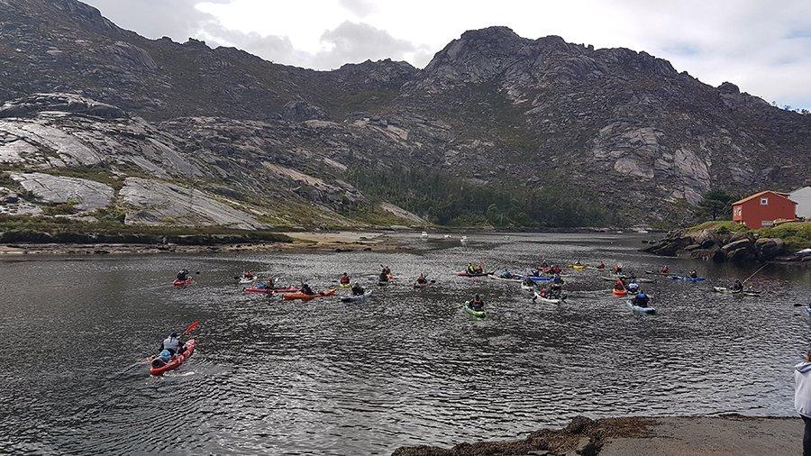 Salida de los participantes desde la Cascada de Ézaro.